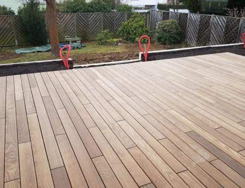 Une terrasse en bois thermofrêne